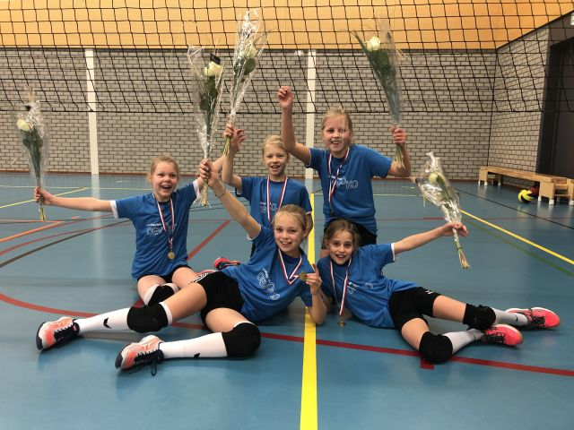 Carlijn, Kyra, Fenne, Sophie en Janne kampioen!